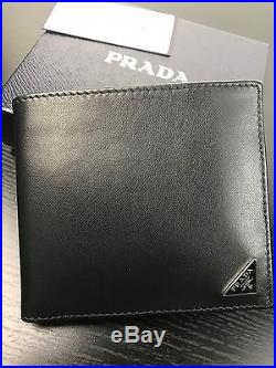 AUTHENTIC NWT Prada Logo Black Smooth Leather Mens Bi Fold Wallet With Coin Pocket